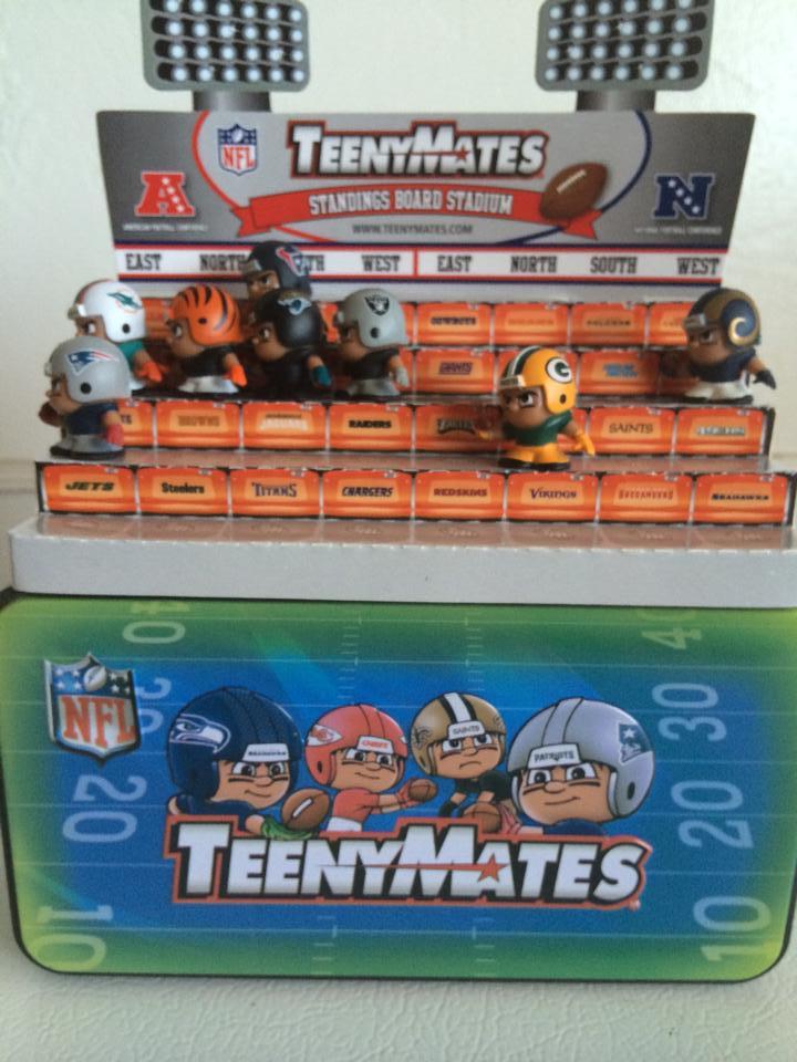 NFL TeenyMates Collectors Tin